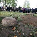 Galinos Dauguvietytės urna su palaikais liks po klevu senelių ir tėvų sodyboje