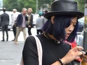 <b>Gatvės stilius</b>: ryškiaspalvių plaukų tendencija ir dviprasmiški aksesuarai