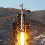 """NATO vadovas: Pchenjano raketos paleidimas – JT rezoliucijų """"tiesioginis pažeidimas"""""""