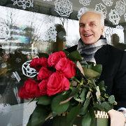 KTU gimnazijos mokiniai padėkojo buvusiam direktoriui Bronislovui Burgiui