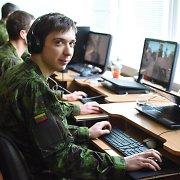 Kariuomenės taikiklyje – kompiuterinių šaudyklių meistrai