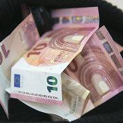 Euro kursas JAV doleriu nukrito žemiausiai nuo 2003 metų