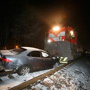 Ant bėgių užstrigusį automobilį išvydęs kaunietis išgelbėjo dviejų žmonių gyvybes