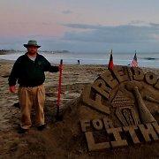 Laisvės gynėjų dienai – smėlio skulptūra Kalifornijos paplūdimyje