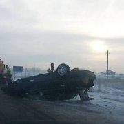 Girtas BMW vairuotojas vertėsi kelyje Telšiai–Varniai: keleivį sužalojo, o pats užsimušė
