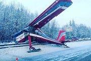 """Pamaskvėje lėktuvas """"Wilga-35"""" leidosi avariniu būdu tiesiai ant greitkelio"""