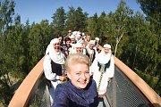 Karštis Daliai Grybauskaitei nesutrukdė išbandyti medžių lajų tako Anykščiuose