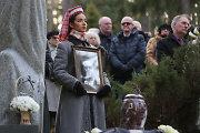 Antakalnio kapinėse palaidotas maestro Saulius Sondeckis: atsisveikinant nuaidėjo paskutiniai plojimai