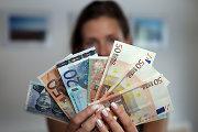 Vilnietė vakare rankinėje nešėsi 12 300 eurų – plėšikai tai žinojo arba suuodė