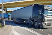 Jakų žiede vairuotojui iš Rusijos buvo per ankšta – vilkiku prispaudė klaipėdiečio VW