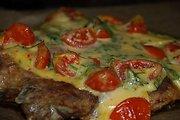 Ramūno kiaulienos kepsnys su sūriu ir pomidorais