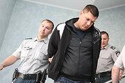 Arnas Tumėnas dėl rezonansinės avarijos, kurios metu sužaloti 5 žmonės, liks suimtas 20 dienų