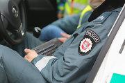 Marijampolėje vagystėmis įtariamas vyras spyrė pareigūnui