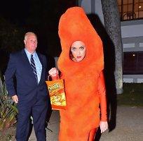 """<b>Katy Perry</b> per Heloviną persirengė """"Cheetos"""" traškučiu"""