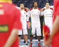 Portugalijos krepšininkai dainuoja nacionalinį šalies himną