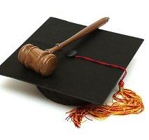 Teisės studijos: kodėl į jas plūsta šimtai abiturientų?
