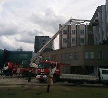 Vilniuje ugniagesius ant kojų sukėlė degėsių kvapas pastate