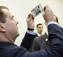 Į bedugnę smengantis rublis gali sugriauti Rusijos finansų sistemą