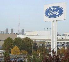 """""""Ford"""" ketvirčio grynasis pelnas sumažėjo daugiau kaip trečdaliu"""