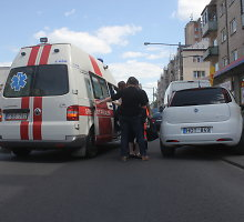"""Panevėžyje """"Fiat"""" parbloškė per raudoną šviesą į perėją išbėgusią nepilnametę"""