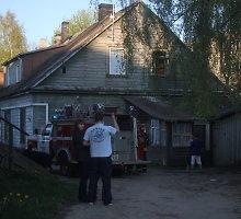 Ugnimi kaimynams grasinęs panevėžietis šįkart nejuokavo ir padegė savo butą