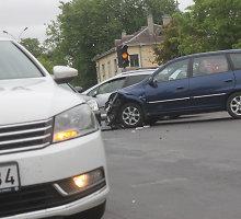 Po KIA ir sunkvežimio avarijos Panevėžyje – ginčai dėl kaltės