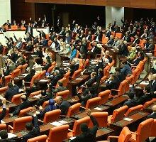 Turkijos parlamentas patvirtino nepaprastąją padėtį