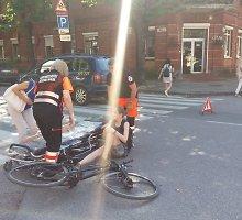 Kaune taksi partrenkė dviratininkę: pirmąją pagalbai jai suteikė pro šalį vykę medikai