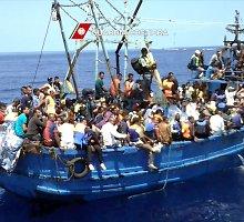 NATO karo laivai patruliuos jūroje, kuria Europą pasiekia pabėgėliai