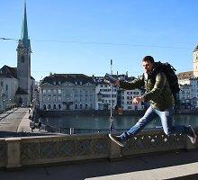 Nuotykiai Šveicarijoje ir Lichtenšteine: kosminės kainos ir nuožmios lenktynės privačioje rogučių trasoje