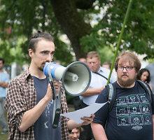 Nauju Darbo kodeksu nepatenkinti protestuotojai vėl apgulė Vyriausybę