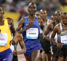 Įspūdingas finišas: rekordiniu tempu bėgęs A.Kipropas spėjo ir pamojuoti