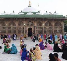 Istoriniam Indijos musulmonų mauzoliejui nurodyta įsileisti moteris