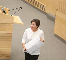 Paskutinę sesijos dieną parlamentarai išsivadino padugnėmis