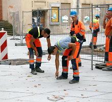 Su įtrūkimais klojamas Laisvės alėjos grindinys sulaukė kauniečių dėmesio