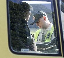 Kyšius policininkams siūlė girtas traktorininkas, vairuotojas ir kontrabandininkė