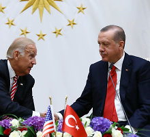 J.Bidenas atsiprašė Ankaros, kad iškart po nesėkmingo pučo neatvyko į Turkiją