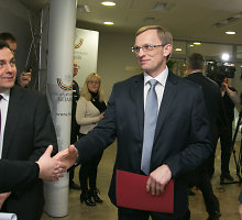 Į Apeliacinio teismo pirmininkus pretenduojantis Algimantas Valantinas neišvengė klausimo apie Drąsių Kedį