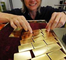 Aukso kainos smuko labiausiai per ketverius metus