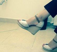 Prieš lytinę diskriminaciją protestuojančios Turkijos moterys skelbia savo batų nuotraukas
