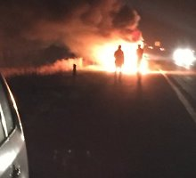 Prie Gargždų sudegė automobilis