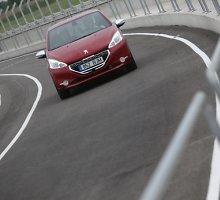 Naujų automobilių pardavimai Europoje stabiliai auga
