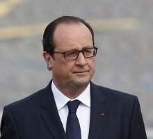 Francois Hollande'as neigia darantis įtaką Nicolas Sarkozy korupcijos bylai