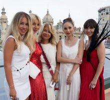 Monte Karlo labdaros pokyliui Europos elitas rinkosi Ellos Tatarinovos sukneles