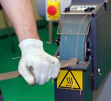 Nelaimė Kazlų Rūdoje: darbininkas staklėmis nusipjovė plaštaką