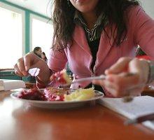 Triukšmas dėl Jonavos moksleivių maitinimo: viešųjų konkursų sąlygos – tik stambioms įmonėms