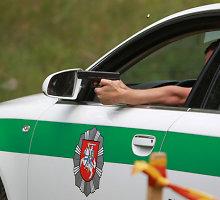 """Nuo Mažeikių kriminalistų sprukęs """"Audi"""" vairuotojas buvo drąsus tik iki pirmo šūvio"""