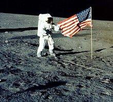 Mėnulis turi specifinį kvapą: jis atsiduoda sprogstamąja medžiaga