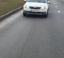 """Vairuotojus piktina nežymėtas Kauno patrulių automobilis: """"KET jiems negalioja?"""""""