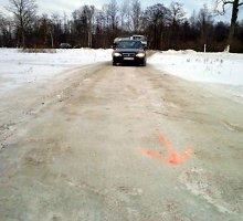 Civilinės saugos specialistai: Rusnės ledo kelias – nesaugus, vairuotojams gresia baudos